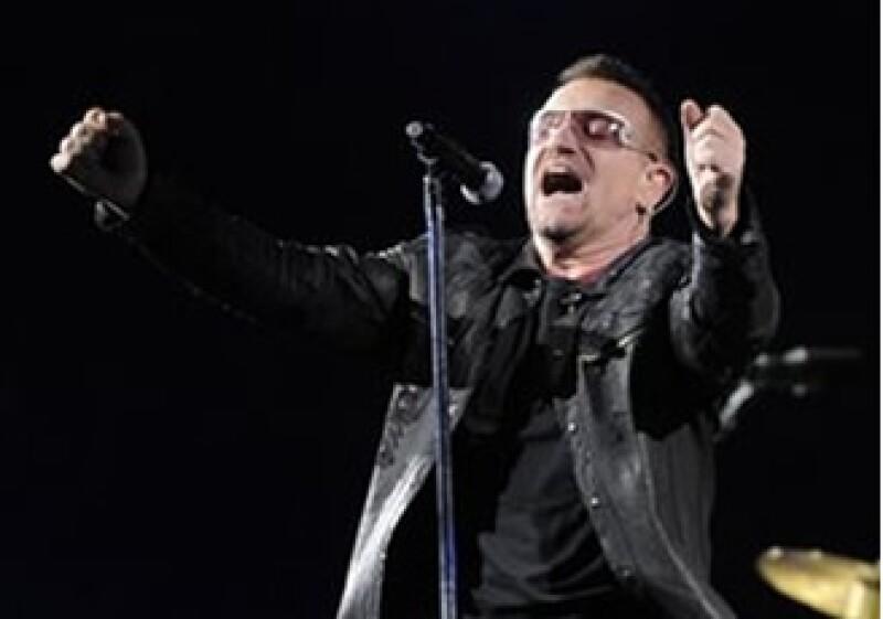 Bono posee más de Facebook, mientras el portal ha procurado restringir la venta de sus acciones. (Foto: AP)