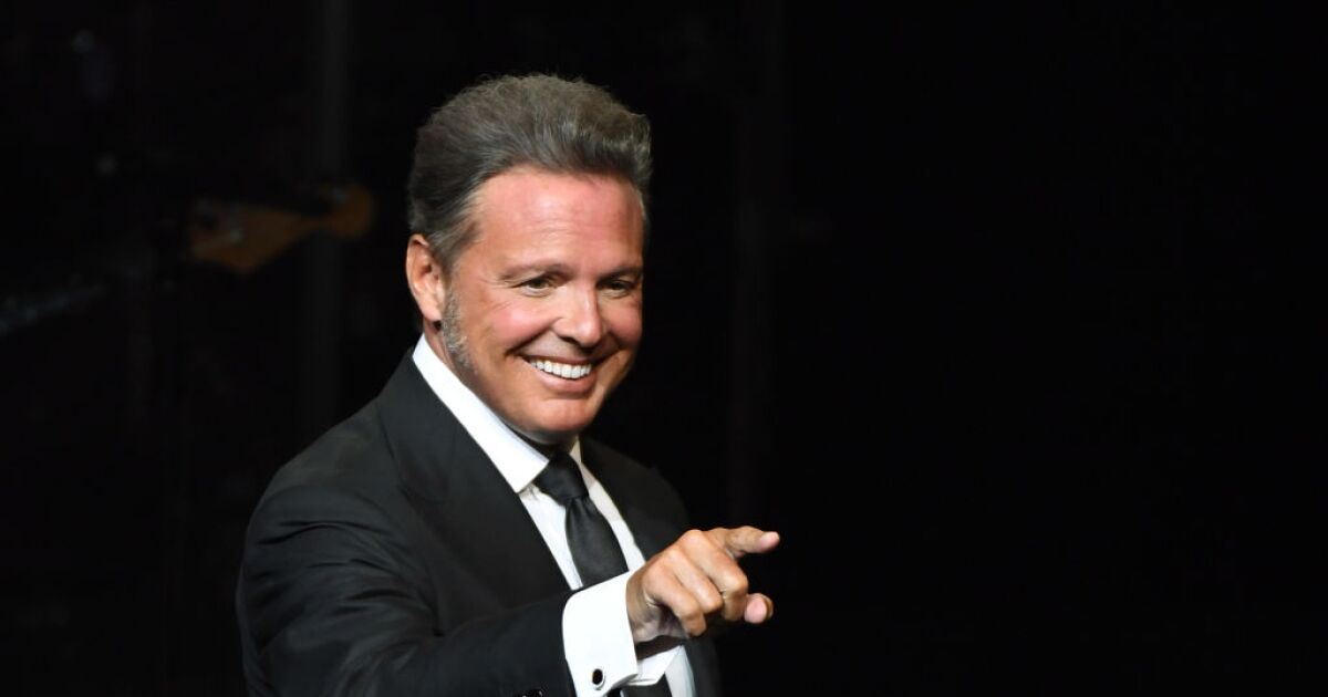 Unstoppable: Luis Miguel breaks record of 5 billion downloads on Spotify