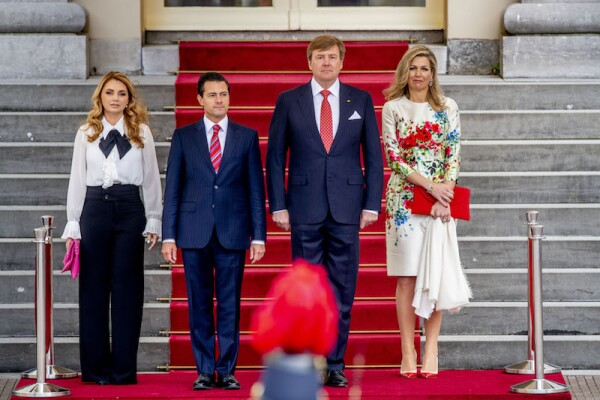 King and Queen of the Netherlands receive Mexican President and his wife during the ceremonial reception at the rear of Paleis Noordeinde, The Hague, The Netherlands - 24 Apr 2018