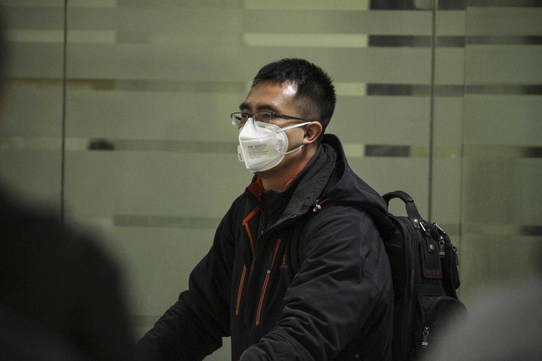 Aeropuerto de Veracruz obliga uso de cubrebocas hasta para estar en el avión