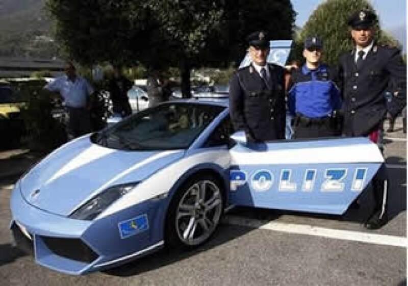 Expertos dicen que el Lamborghini es el vehículo policial más veloz en servicio. (Foto: AP)
