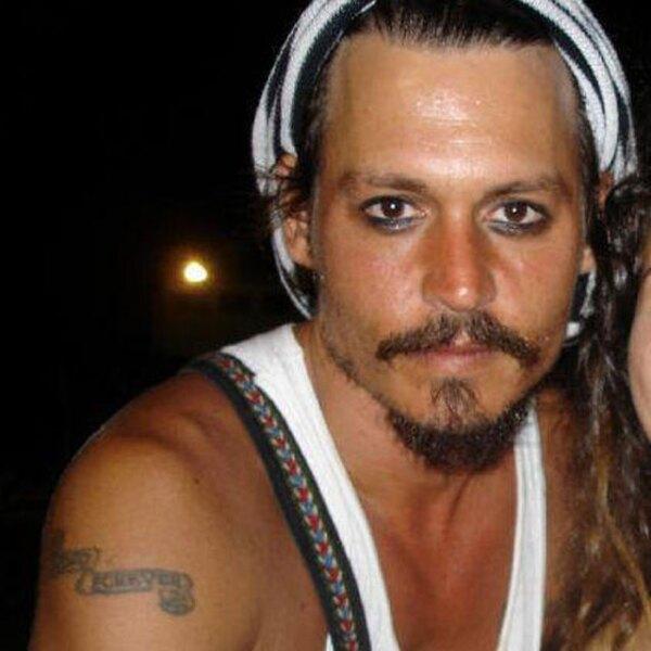 Johnny Depp no sólo usa maquillaje en el set de `Piratas del Caribe´.