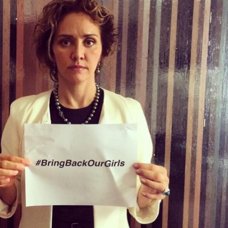 `Exigimos respeto a los derechos humanos de las más de 200 niñas nigerianas secuestradas #BringBackOurGirls por favor RT´, escribió Angélica Fuentes.