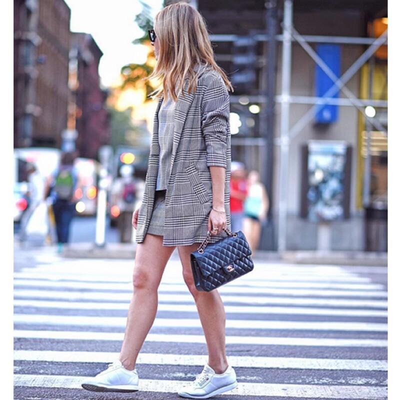 No necesitas estar en NYFW para ver la tendencia más hot de esta temporada. ¿Dónde la encuentras? En los pies de estas guapas tapatías que los portan muy a su estilo. ¡Sé parte del #sneakerboom!