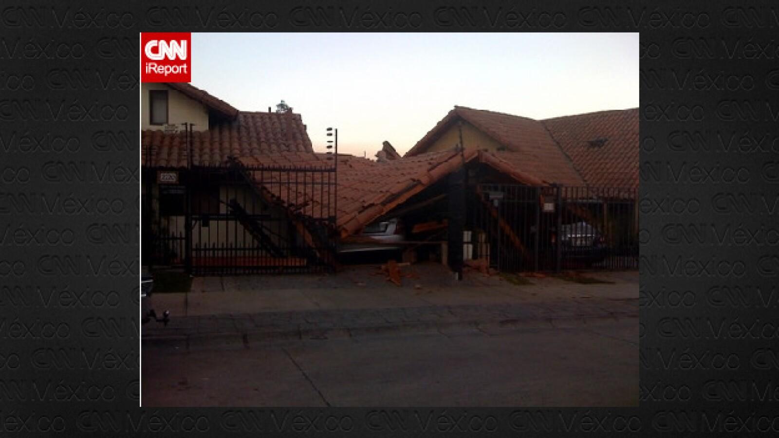 Los techos de casas de un barrio de Santiago se colapsaron