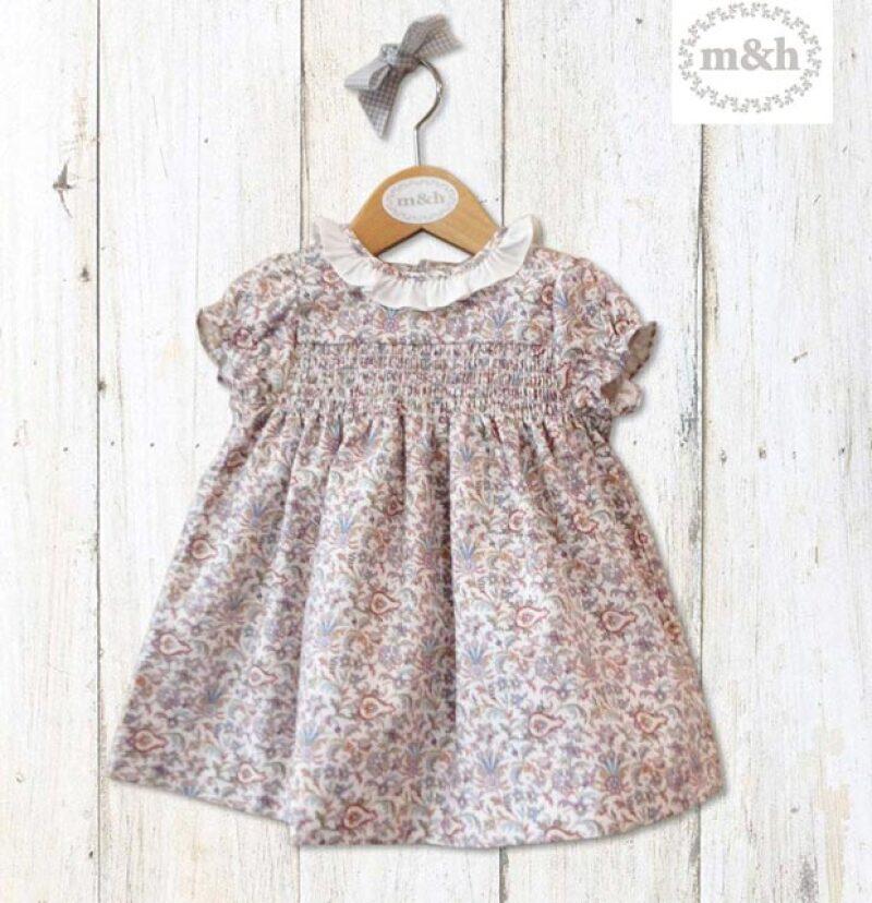 Este vestido es de la firma de ropa infantil M&H, y solo se vende en cinco tiendas en España.