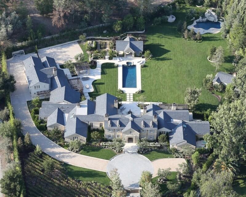 De adquirirla, Kim y Kanye tendrían la casa más lujosa de su vecindario.