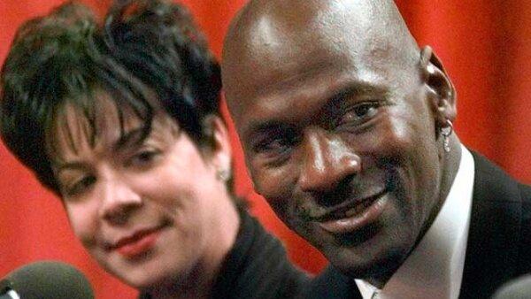 El basquetbolista Michael Jordan se divorció en 2006 de Juanita Vanoy, a quien tuvo que pagarle 150 millones de dólares, la mitad de su fortuna. Hasta ahora, éste es el divorcio más caro de la historia.