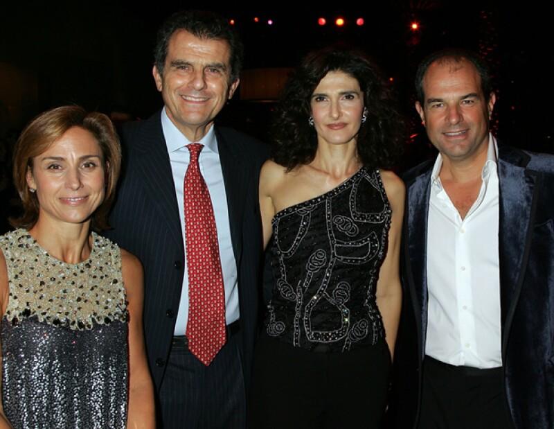 Los hermanos Ferragamo, Ferruccio y Massimo con sus esposas,Ilaria y Chiara, respectivamente.