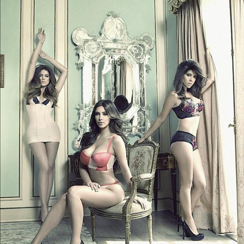 Kim publicó en su cuenta de Twitter una fotografía en la que las tres hermanas lucen sus cuerpos en lencería, así anunciron la séptima temporada de Keeping Up with the Kardashians.