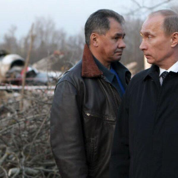 El primer ministro ruso Vladimir Putin y el ministro de emergencias