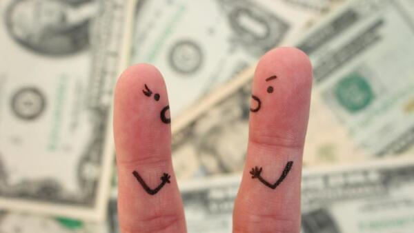 Pareja-finanzas-casarse-evitar-divorcio