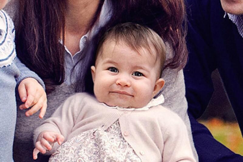 Un acercamiento a Charlotte en la foto navideña de los Duques de Cambridge.