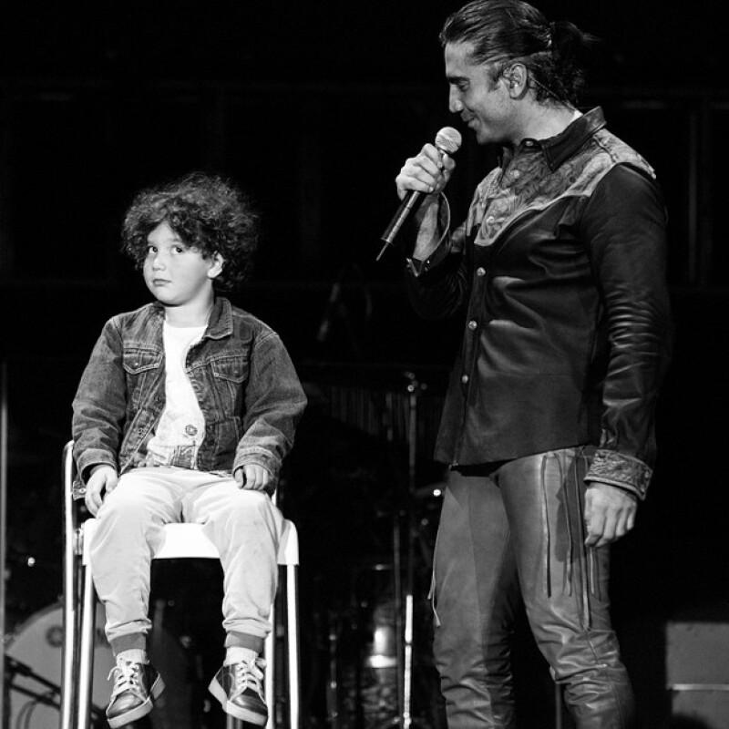 """Hoy, uno de los menores hijos del Potrillo cumple 15 años, por lo que el cantante no perdió oportunidad de felicitar a su """"pequeño"""" con una tierna fotografía."""