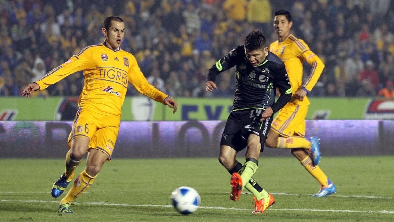 Oribe Peralta no puede encontrar el gol y falló una oportunidad clara