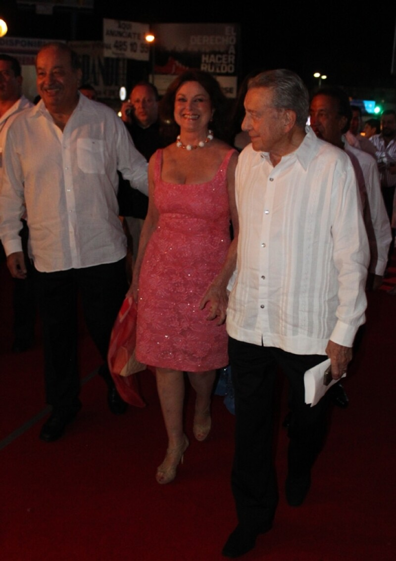 La pareja asistió a la cena en honor a Sophia Loren y Alain Delon.