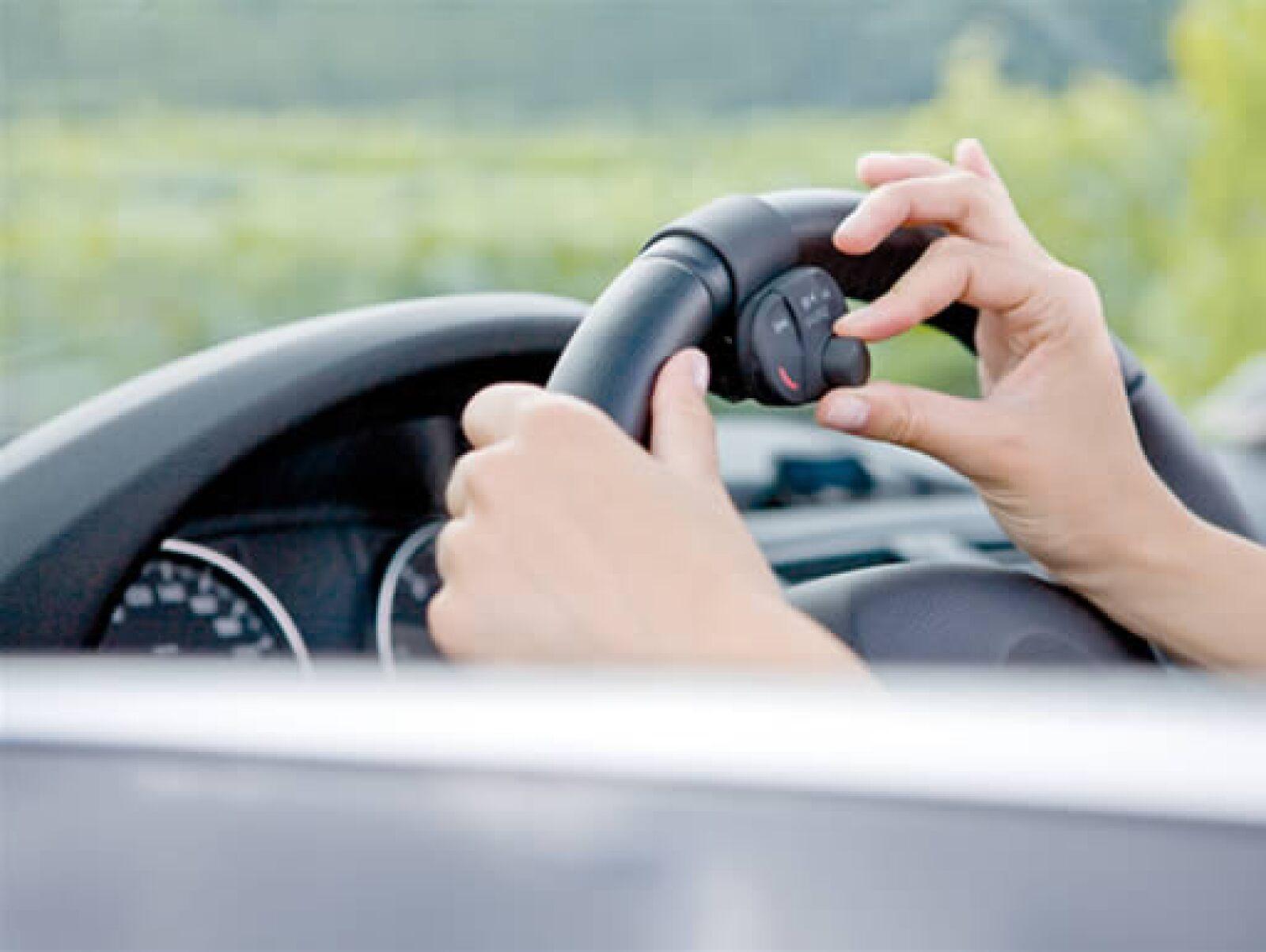 El dispositivo se puede colocar en el volante para que no tengas problemas al usarlo.