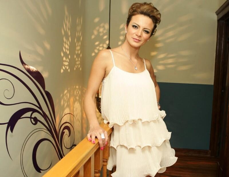 Silvia Navarro se une a la lista de famosos en el ramo restaurantero.