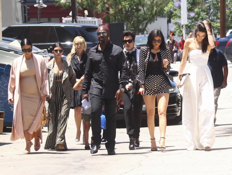 El bloguero invitó a otros medios a evitar hablar de la popular familia por una semana, logrando que Kim le diera unfollow en Twitter.