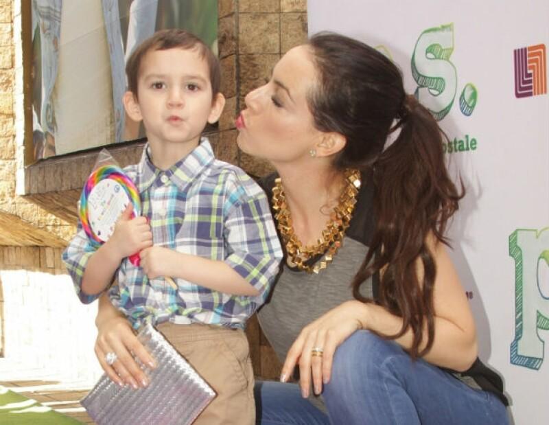 """Claudia considera a su hijo Iam como """"un gran compañero de viaje""""."""
