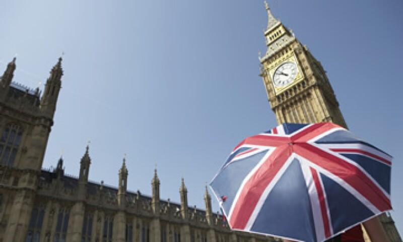 El Banco de Inglaterra ha inyectado a la economía británica 509,000 mdd en los últimos meses, pero podría destinar más liquidez para evitar un colapso económico.  (Foto: Thinkstock)