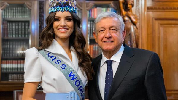 Andrés Manuel López Obrador y Vanessa Ponce