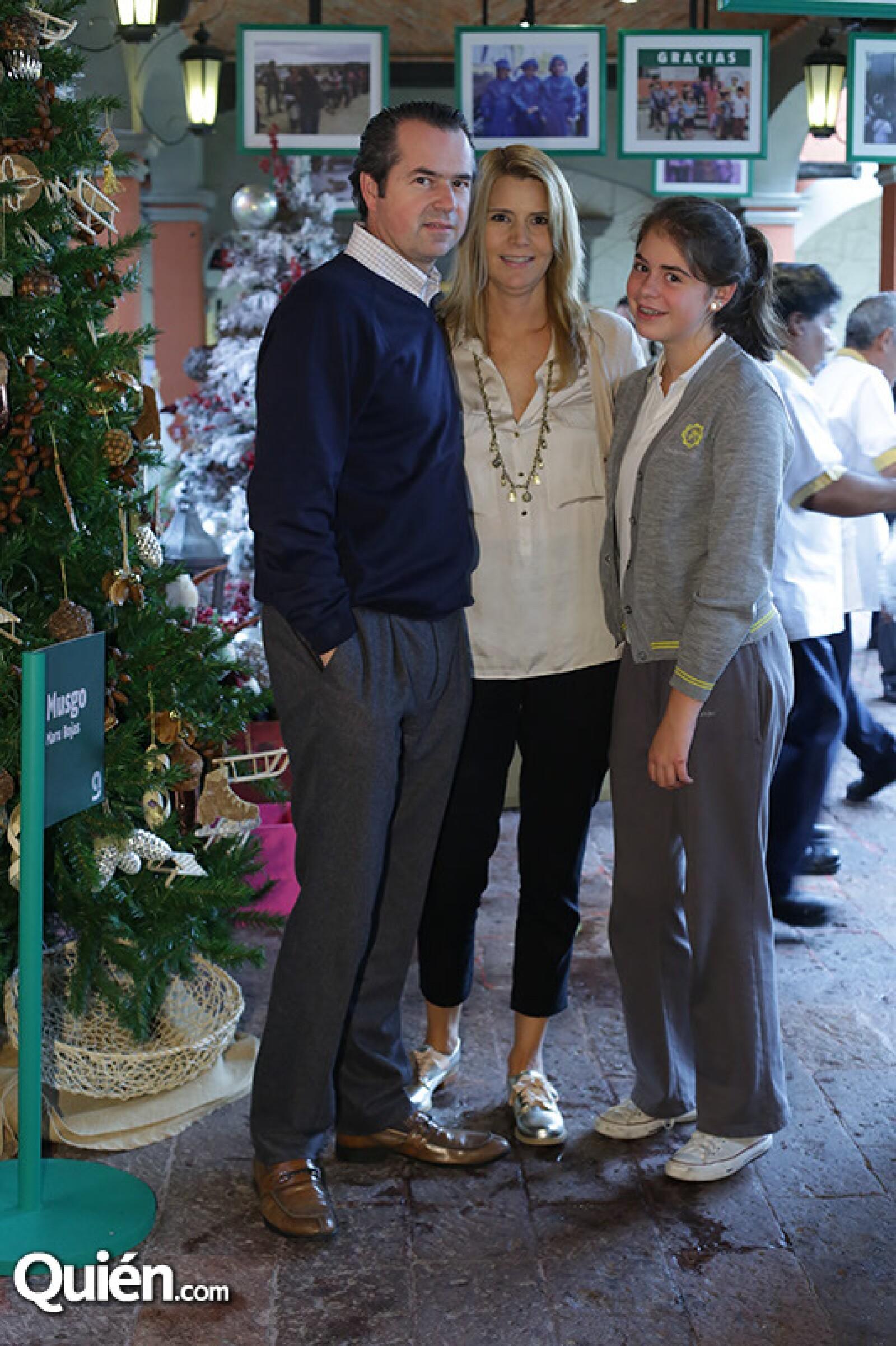 Jorge Arechederra,Cecilia Chandler y Cecilia Arechederra