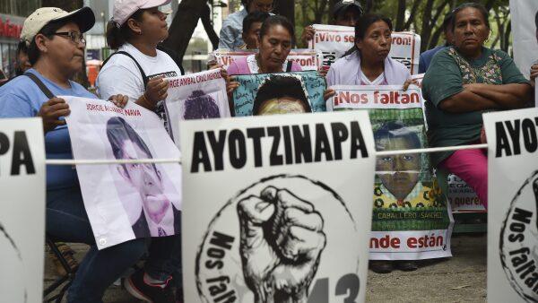 Familiares de los jóvenes, desaparecidos desde hace 19 meses, exigen que se haga justicia en el caso.