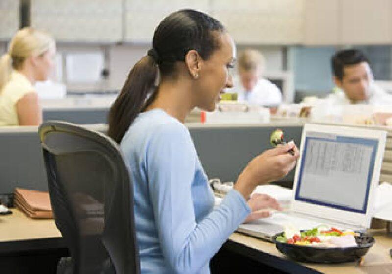 Tras la crisis económica, las empresas tratan de hacer más con menos personal, lo cual agota a los empleados. (Foto: Photos to go)
