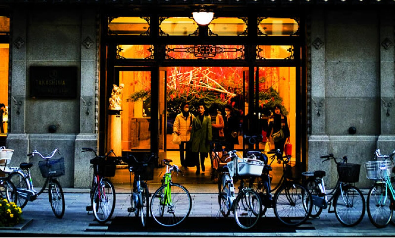 Las pobladores de Japón son de los mayores consumidores de moda en el mundo. En la Imagen, tienda Takashimaya en el distrito de Nihonbashi, Tokio.