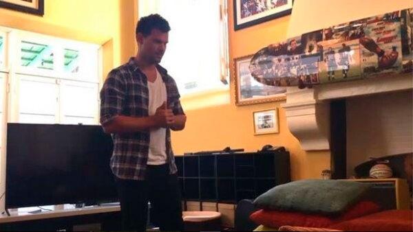 El actor hizo su primer post junto a Adam Sandler y David Spade, ¿le resultará divertido a su ex novia?