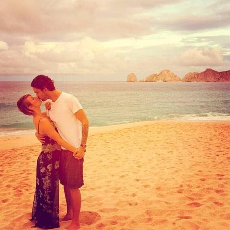 La pareja ha lució enamorada durante el viaje.