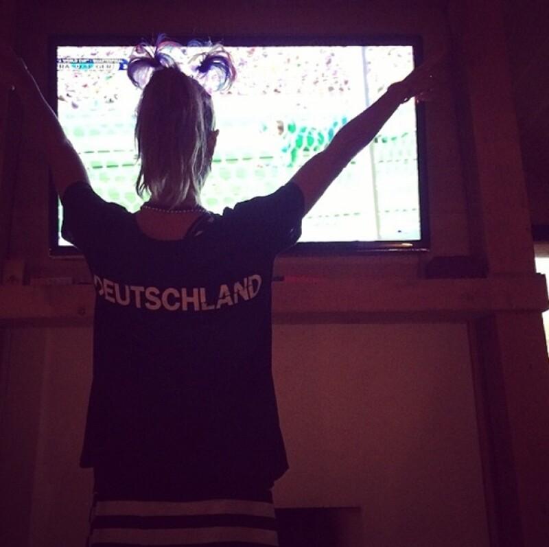 El equipo alemán anotó un gol en el minuto 12 del encuentro de la Copa del Mundo, por lo que la modelo festejó con una foto en Instagram la hazaña de su país.