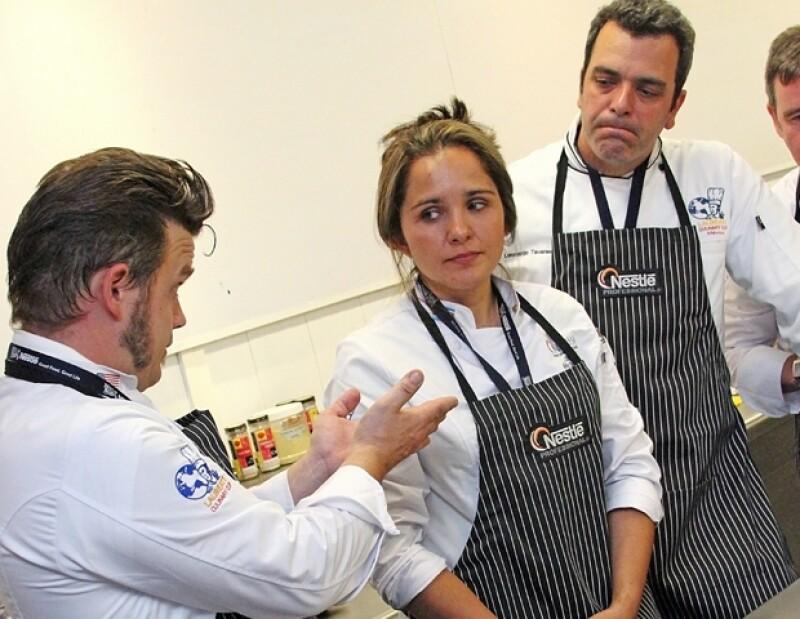 Un grupo de chefs internacionales trabajaron en equipo para crear un menú improvisado con los productos de Nestlé.