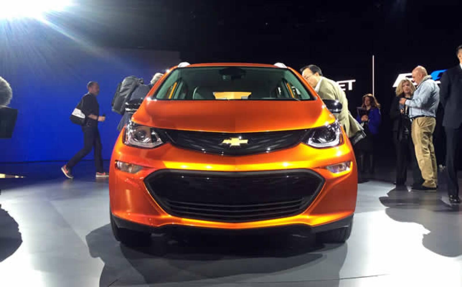 El Chevrolet Bolt EV puede dar hasta 200 millas de distancia con una carga de batería.