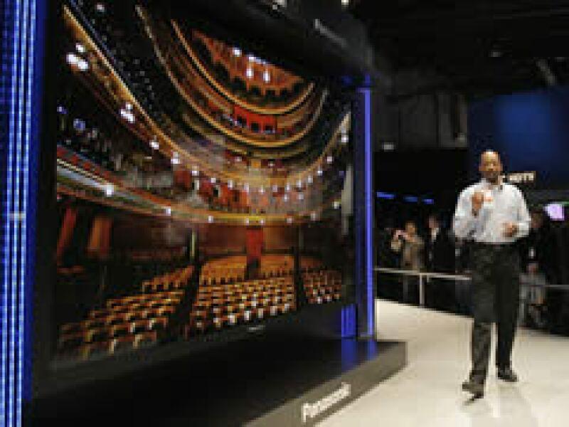 Panasonic presentó la televisión más grande del mundo de 150 pulgadas.  (Foto: AP)