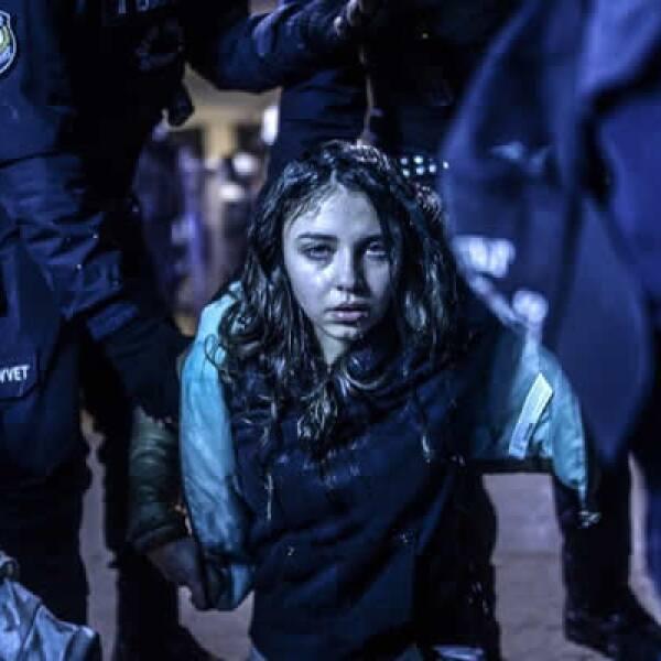 En la categoría Noticias en el Sitio la ganadora fue la imagen de una joven herida en enfrentamientos entre la policía y manifestantes en Turquía, después del funeral de un niño fallecido a causa de lesiones en protestas antigubernamentales.