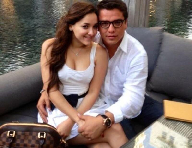 La actriz  ha hecho pública la relación amorosa que sostiene con el político Gerardo Islas, con quien en cada oportunidad se escribe mensajes de amor a través de las redes sociales.
