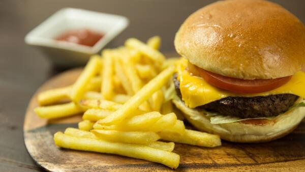 ¿Conoces los peligros de la comida rápida?