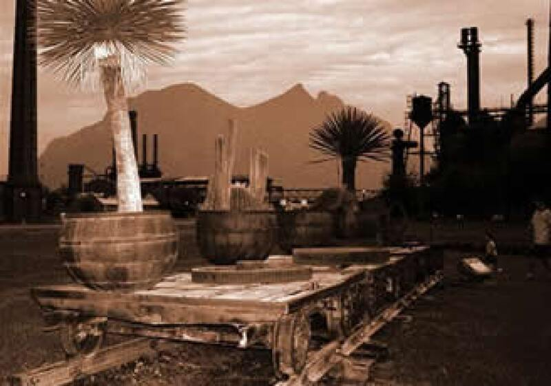 La Compañía Fundidora de Monterrey fue una de las empresas más innovadoras en su momento, producía desde acero hasta rieles y ruedas de ferrocarril. (Cortesía:www.mexicoenfotos.com)