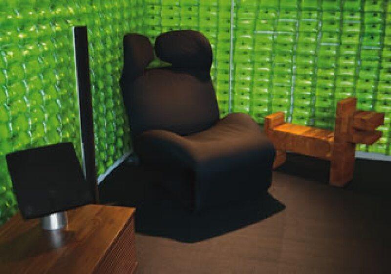 Los diferentes materiales  y la textura del mobiliario crean un diseño sensorial. (Foto: Agustín Garza)
