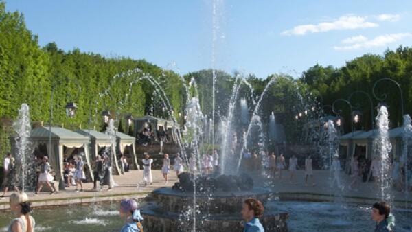 La casa francesa presentó su colección Cruise 2013 en el Palacio de Versalles.