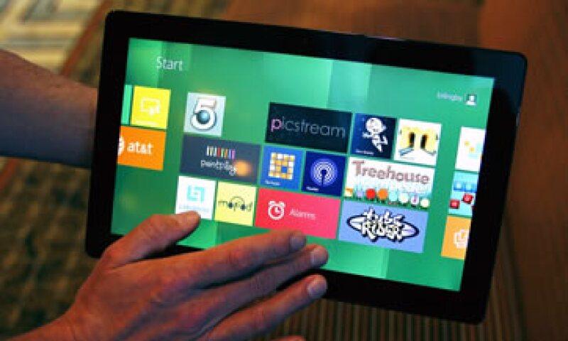El nuevo sistema arranca en segundos y cuenta con una página de inicio llena de mosaicos de colores que llevan al usuario directamente a aplicaciones. (Foto: AP)