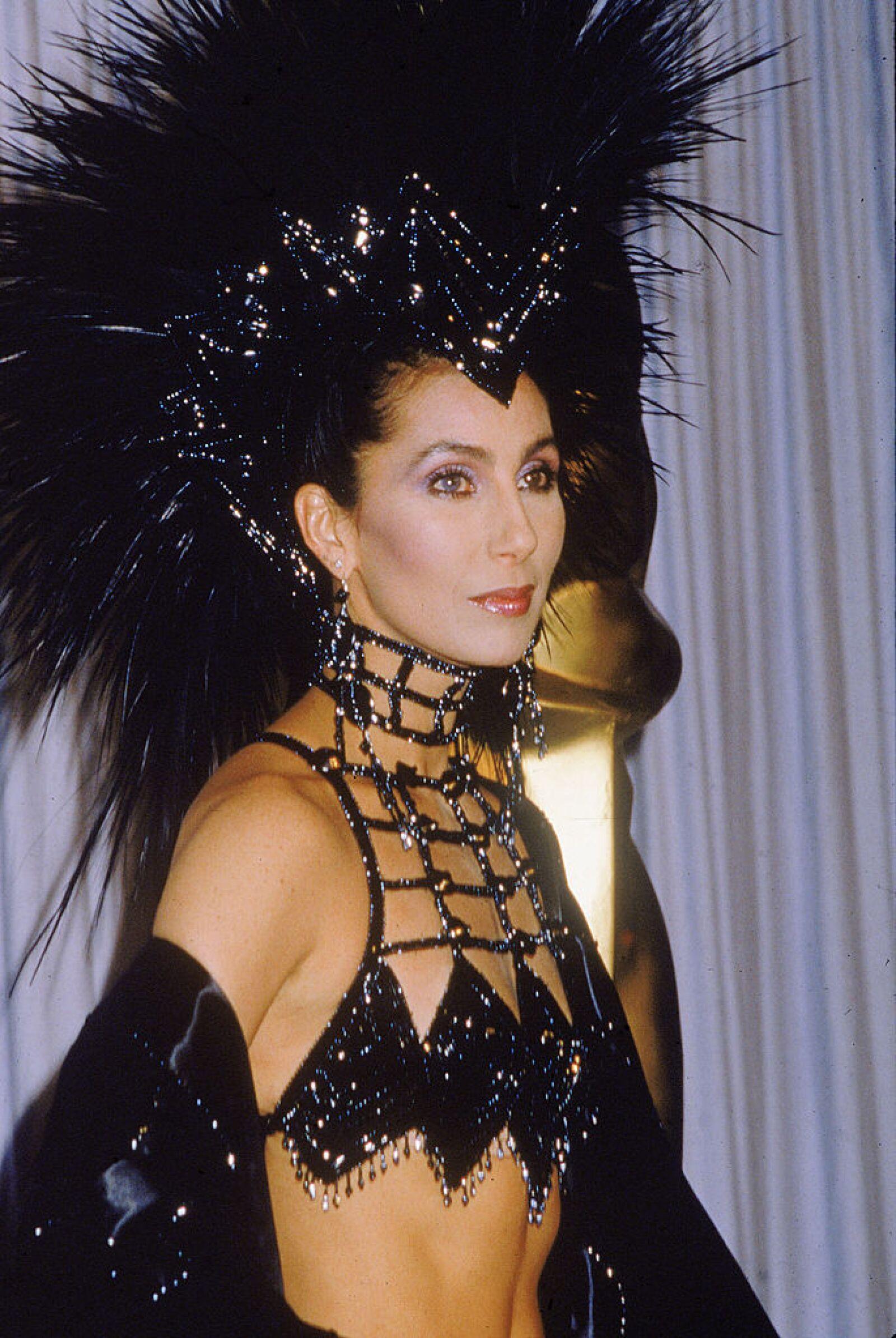 Cher en un diseño de Bob Mackie, 1986