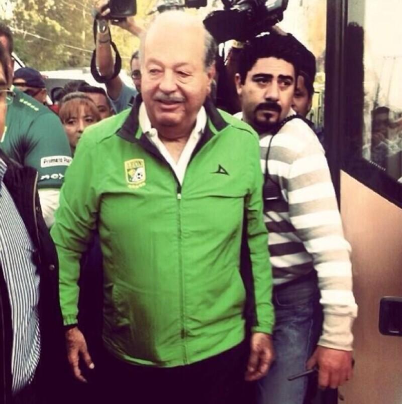 El empresario mexicano se dio el gusto de acudir a la semifinal del futbol mexicano en el estadio de Club León. Estuvo acompañado de Arturo Elías Ayub y Jesús Martínez Jr en su palco.