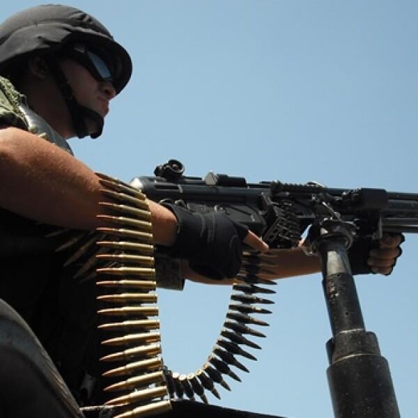 Con vehículos equipados con arma de alto poder, los soldados comienzan sus recorridos por todo el estado