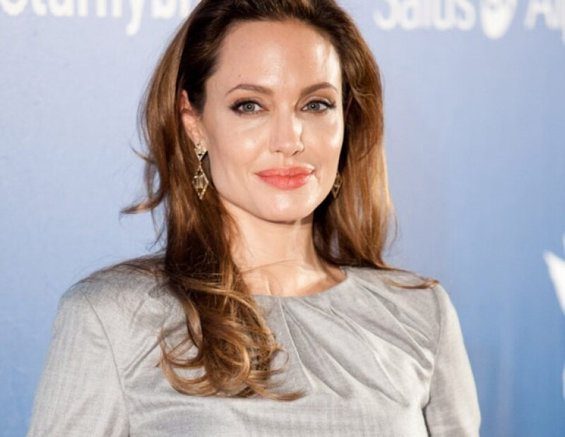 La madre de Angelina Jolie, Marcheline Bertrand, murió de cáncer de mama.