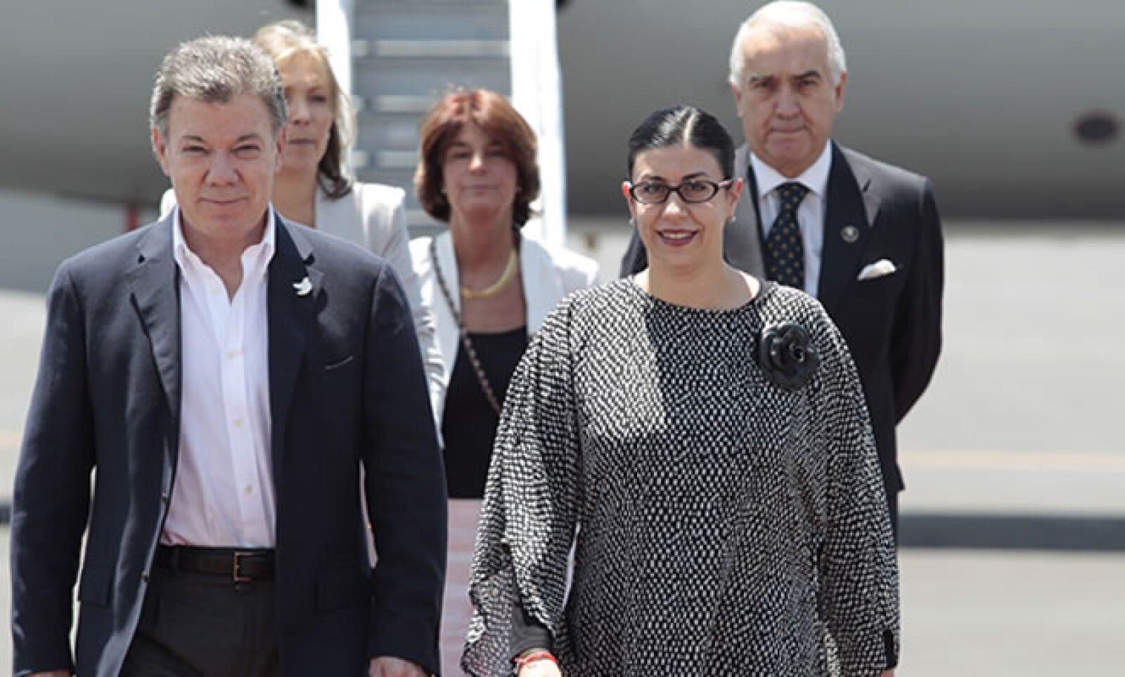 El presidente de Colombia arribó esta tarde al hangar presidencial de la Ciudad de México para participar en el homenaje.