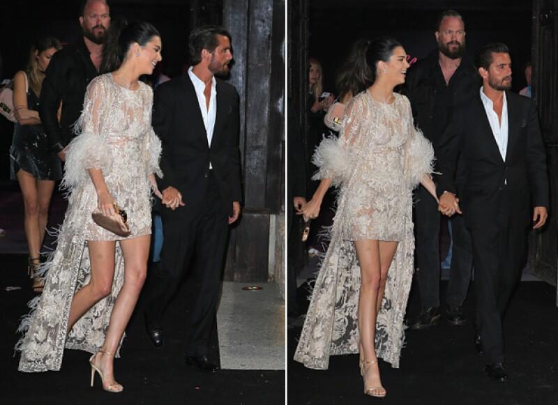La modelo y su ex cuñado fueron captados tomados de la mano al dirigirse a una fiesta en Cannes.