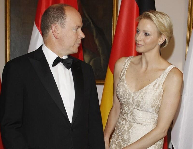 El mundo de la monarquía está lleno de misterios y por supuesto que deseamos saber qué se entreteje dentro de los palacios reales. Aquí algunas historias que tienen mucho guión de donde cortar.
